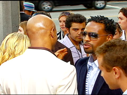 vídeos y material grabado en eventos de stock de director keenen ivory wayans and shawn wayans at the 'little man' premiere at the mann national theatre in westwood, california on july 6, 2006. - mann national theater