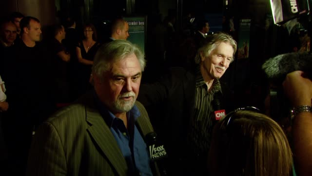 vídeos de stock, filmes e b-roll de director rod hardy and tom skerritt at the 'december boys' los angeles premiere at director's guild of america in hollywood california on september 6... - director's guild of america