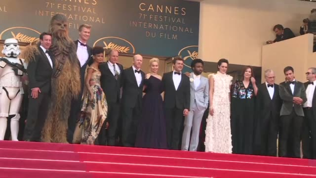 director ron howard with actors alden ehrenreich emilia clarke and donald glover walk the red carpet in cannes before the european premier of solo: a... - ron howard filmregisseur stock-videos und b-roll-filmmaterial
