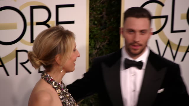 director sam taylorjohnson and aaron taylorjohnson at the 74th annual golden globe awards arrivals at the beverly hilton hotel on january 08 2017 in... - ビバリーヒルトンホテル点の映像素材/bロール