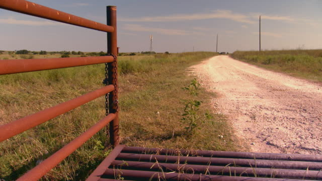 dirt road and gate - ranch stock-videos und b-roll-filmmaterial