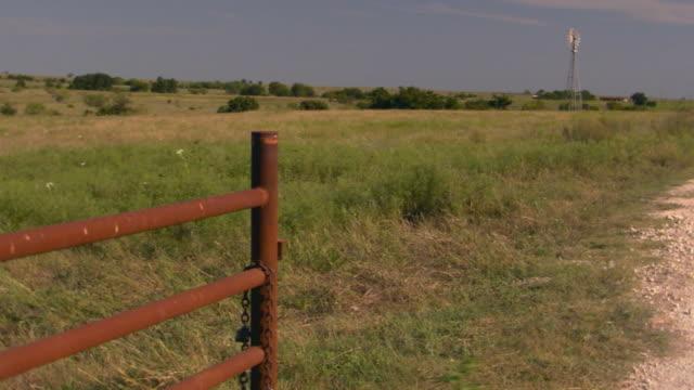 dirt road - ranch stock-videos und b-roll-filmmaterial