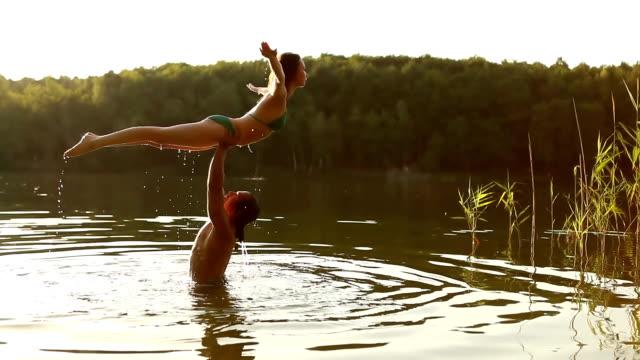 dirty dancing jmp - hot kiss stock-videos und b-roll-filmmaterial