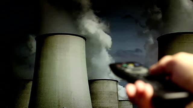 vídeos y material grabado en eventos de stock de dirty las instalaciones de combustión en televisión - cambiar de canal