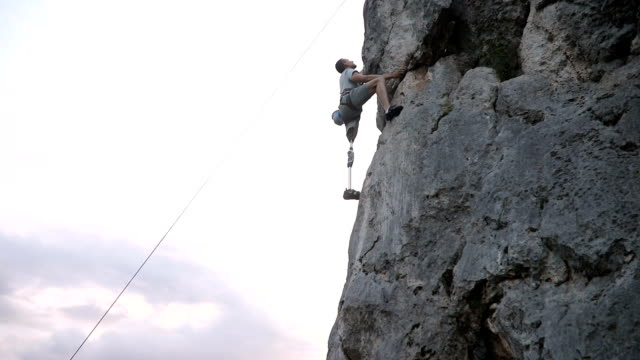 disability guy rock climbing - rock climbing stock videos & royalty-free footage