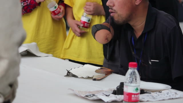 ms disabled writing chinese calligraphy on fan/xian,shaanxi,china - fan enthusiast stock videos & royalty-free footage