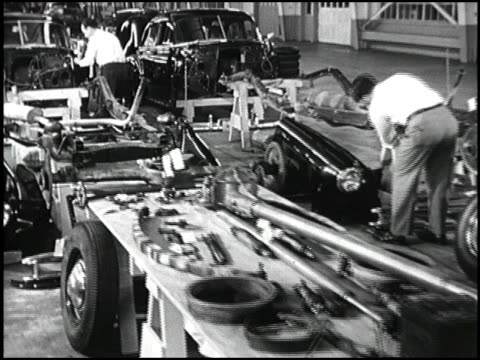 vidéos et rushes de ws disassembled 1949 chevrolet as engineers inspect parts lying on tables in garage camera dollies down long row of car parts 1949 chevrolet parts... - chevrolet