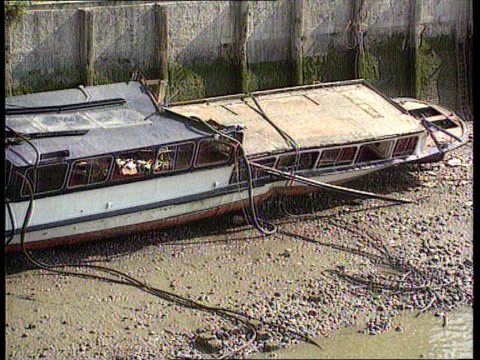 disaster group; disaster group; august 20th 1989 london: thames tms marchioness laying on riverside tcms ditto zoom in hole in side itn tx 21.8.89 - zoom out 個影片檔及 b 捲影像