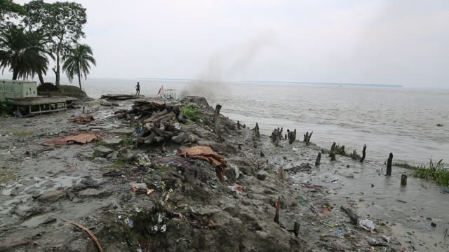 disaster prone area of an island that affected by soil erosion in coastal area in bangladesh on august 14 2017 bangladesh a country which is ranked... - bangladesch stock-videos und b-roll-filmmaterial