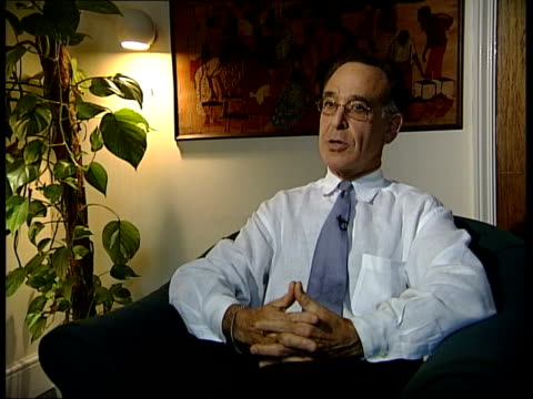 vídeos de stock e filmes b-roll de southern africa famine appeal; itn england: int professor john yudkin interview sot - hiv epidemic in southern africa has wiped out large numbers of... - retrovírus