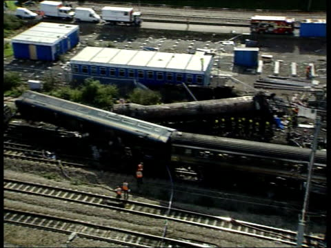 railways west london train crash itn england london ladbroke grove wrecke trains at scene of collision - train crash stock videos and b-roll footage