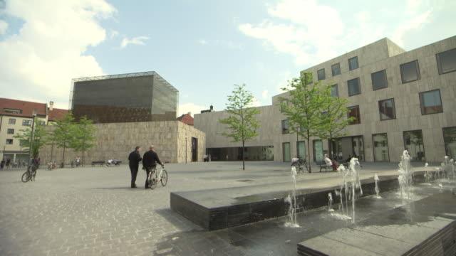 Jüdisches Zentrum Jakobsplatz, synagogue, people,  fountain,