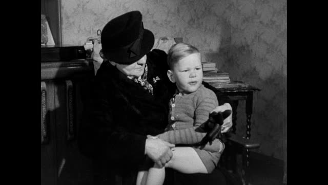 stockvideo's en b-roll-footage met discipline for young children - 1946