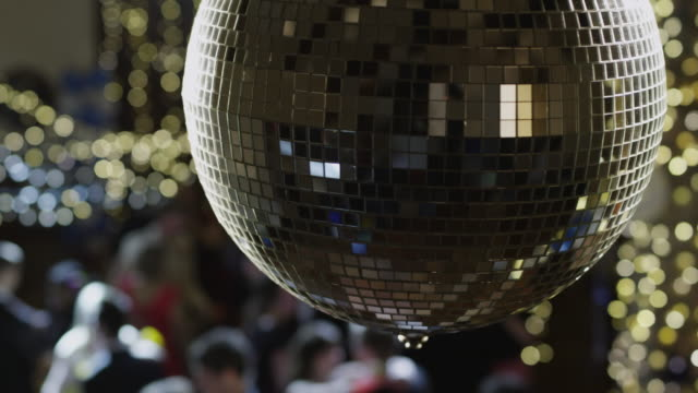 cu disco ball glittering / cedar hills, utah, usa - 舞踏会点の映像素材/bロール