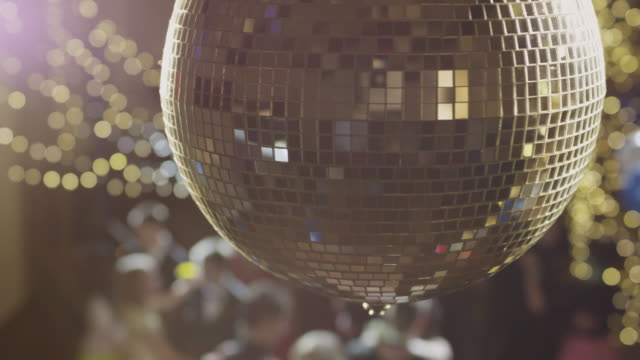 cu ds pan disco ball glittering / cedar hills, utah, usa - 舞踏会点の映像素材/bロール