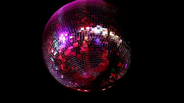 vídeos de stock e filmes b-roll de globo espelhado - dança de discoteca