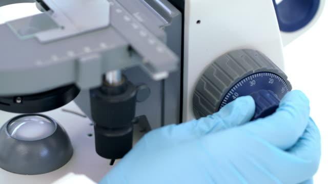 ミクロの世界を発見 - 分析機器点の映像素材/bロール
