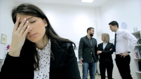 vídeos y material grabado en eventos de stock de compañeros de trabajo exigentes - culpabilidad