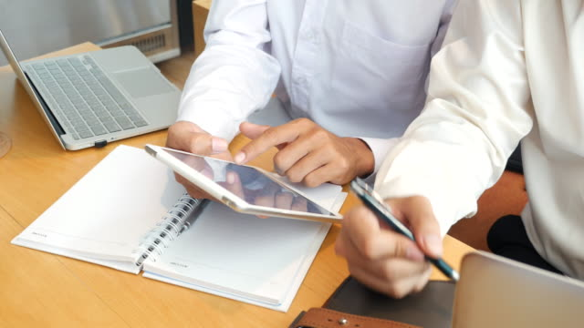 Discuss Work on digital tablet