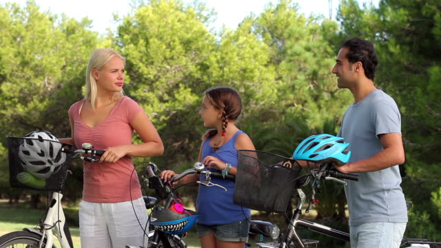 stockvideo's en b-roll-footage met discussing family with their bikes - fietshelm