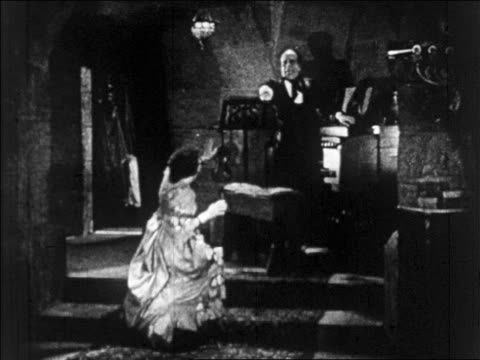 b/w 1925 disfigured man (lon chaney, sr.) pointing as woman (mary philbin) falls to knees / feature - anno 1925 video stock e b–roll