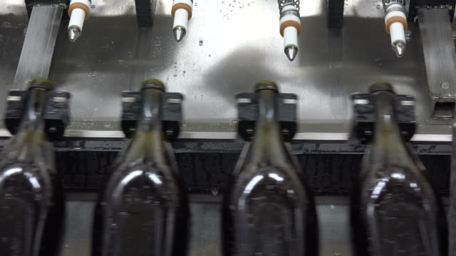 disgorging, automated production line, sparkling wine production, champagne method, - sektkorken stock-videos und b-roll-filmmaterial