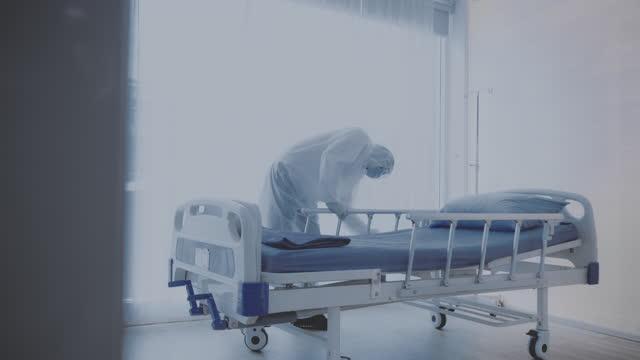 消毒病院 - レスピレーターマスク点の映像素材/bロール