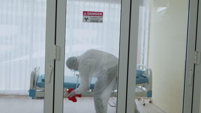 desinfektion des krankenhauses. - in bodenhöhe stock-videos und b-roll-filmmaterial