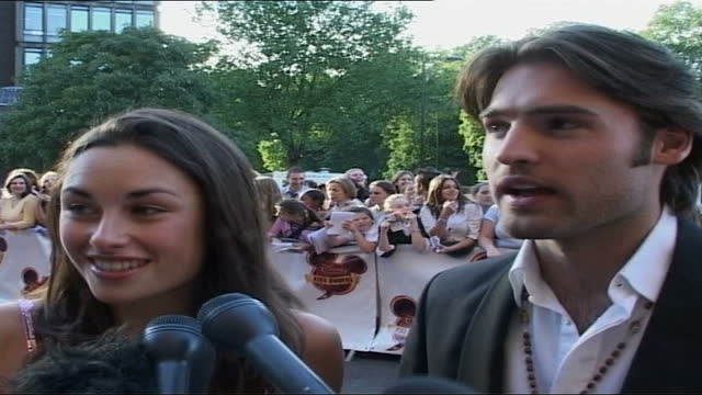 disney channel kids awards red carpet; england: london: kensington: ext 'v' pose at photocall and along as arriving at the 2004 disney channel kids... - girlfriend stock videos & royalty-free footage
