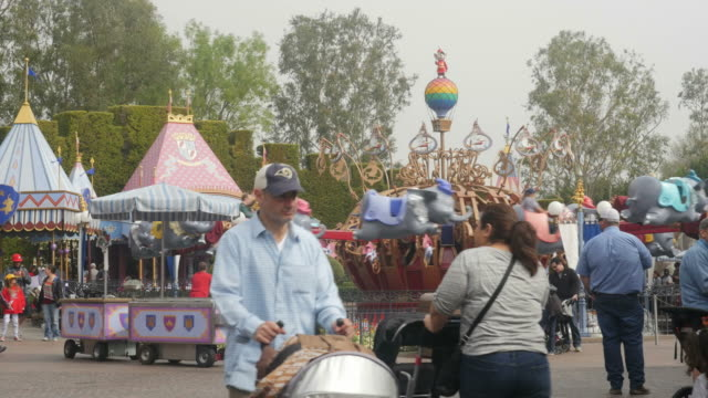 vídeos y material grabado en eventos de stock de disneyland park originally disneyland is the first of two theme parks built at the disneyland resort in anaheim california opened on july 17 1955 - disneyland california