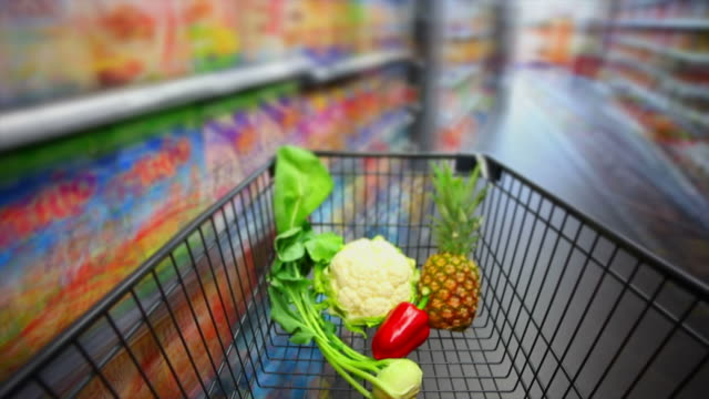 stockvideo's en b-roll-footage met disorientation in supermarket pov time lapse - geschwindigkeit