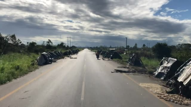 displaced people living on a roadside in nhamatanda, mozambique after destruction caused by cyclone idai - vortex stock videos & royalty-free footage