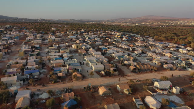 vídeos y material grabado en eventos de stock de displaced syrian's mostly from north of syria live in tents at a squatters camp on the outskirts of killi village in september 18, 2019 in idlib,... - siria