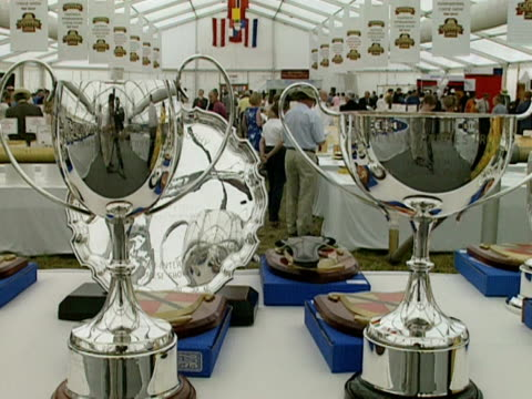 display of cheeses and winners' trophies at a cheese fair in a large marquee, nantwich; 2000 - ナントウィッチ点の映像素材/bロール