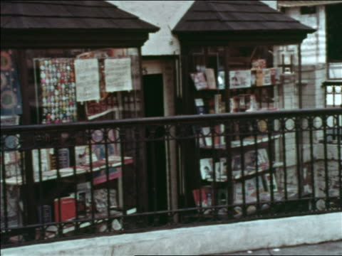 vídeos de stock, filmes e b-roll de 1969 display windows of bookstore with iron railing in front / greenwich village, nyc / industrial - livraria