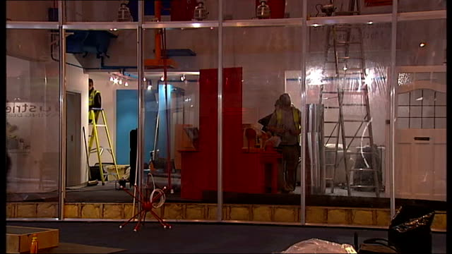 displays at the 2008 daily mail ideal home show england london earls court exhibition centre int displays being erected at the annual ideal home... - earls court stock videos & royalty-free footage