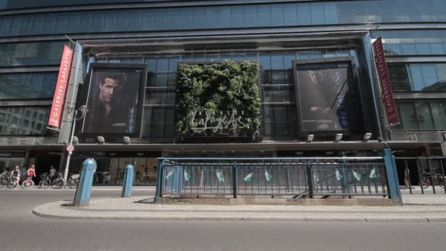 Displays bring interest to the side of the Berlin location of Galeries Lafayette.