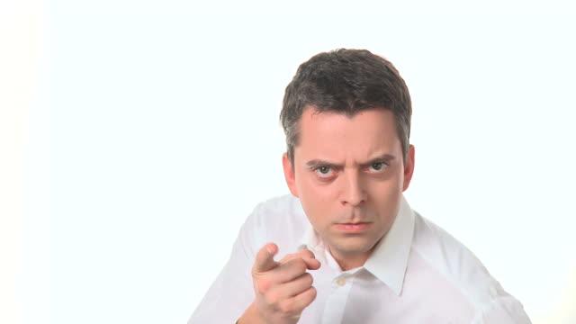 vídeos de stock, filmes e b-roll de hd: descontente homem - suspeita