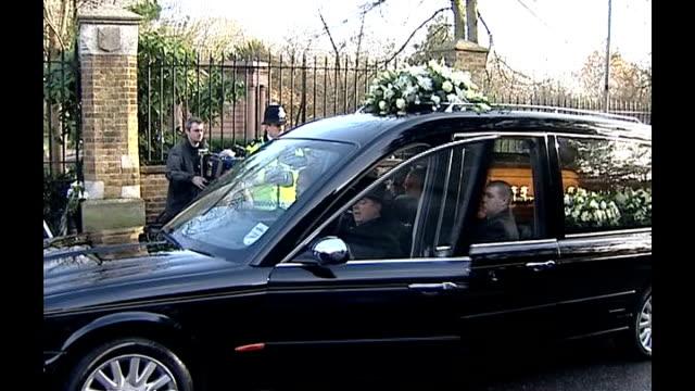 vídeos de stock, filmes e b-roll de dispute over british council cultural offices; lib england: london: highgate: ext hearse carrying coffin of alexander litvinenko along to highgate... - widow