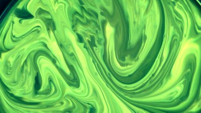 dissolving green liquids. slow motion - sfondo multicolore video stock e b–roll