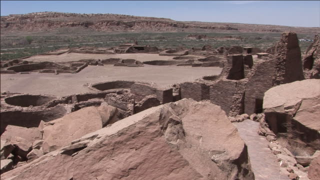 distant buttes surround the ruins of chaco culture national historical park. - chaco culture national historical park stock videos & royalty-free footage