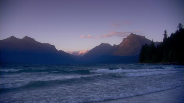 distant mountains overlook lake mcdonald. - モンタナ州点の映像素材/bロール
