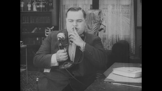 1917 distressed woman calls man (fatty arbuckle) for an appointment, erroneously thinking he is a doctor - doppelgänger stock-videos und b-roll-filmmaterial