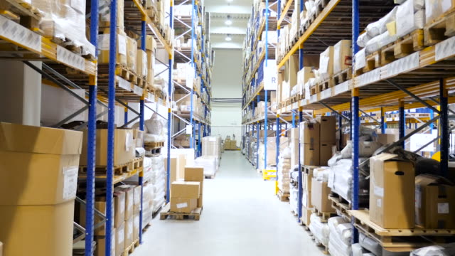 Armazém de Distribuição com pacotes