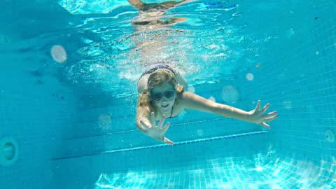 stockvideo's en b-roll-footage met dive in - swimwear