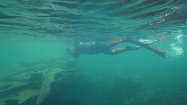 diver exploring a deep underwater shipwreck - underwater camera stock videos & royalty-free footage