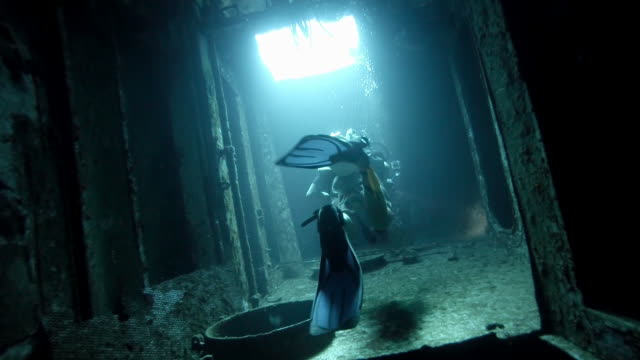 ws diver exploring a shipwreck - aqualung diving equipment stock videos & royalty-free footage