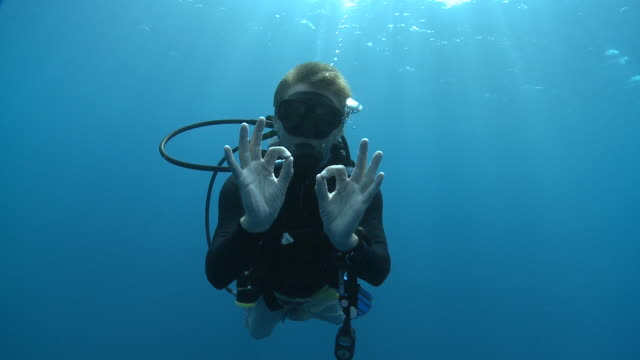 diver signalling 'ok' and 'ascend', the maldives - aqualung diving equipment stock videos & royalty-free footage