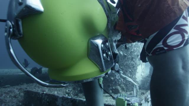 diver works on legs of oil platform, qatar - diving platform stock videos & royalty-free footage