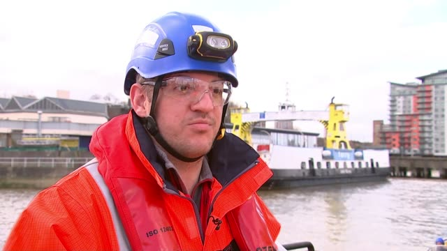 Divers search for unexploded World War 2 bombs in River Thames Joe Bamblett interview SOT